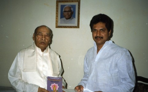 DR CHALLA'S BOOK_TELUGU TEJOMOORTULU RELEASED BY THE PRIME MINISTER PV NARASIMHA RAO